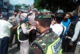 Polisi tutup paksa pasar di OKU terapkan 'social distancing' cegah COVID-19