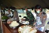 Danrem 072/Pamungkas tinjau pelaksanaan dapur umum di Kodim Sleman