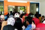 Harga gula tinggi di pasaran, warga Sampit serbu Bulog