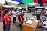 Tetap beraktivitas, pasar di Bartim terapkan pemeriksaan suhu tubuh
