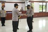 Kapolri beri pin emas terhadap Bripka Saifuddin yang dipukuli mahasiswa saat sosialisasi COVID-19