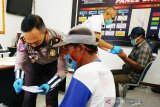 Ratusan tukang becak, ojek dan sopir Kotim terima bantuan Polri