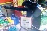 Polisi selidiki perampokan minimarket saat menghitung uang