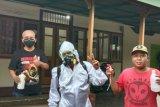 Cegah COVID-19, warga Bandarlampung semprot disinfektan secara mandiri