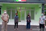 Dua perempuan asal Palembang ini di-PHK dan diusir dari kontrakan, terlantar beberapa hari di Tangerang