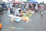 Penerapan jaga jarak di Pasar Lemabang Palembang