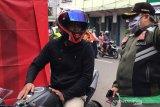 Baca doa hingga push-up, cara petugas sanksi warga yang tak pakai masker