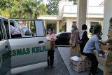 PDAM Giri Menang Mataram memberikan bantuan APD