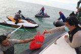 Wagub bersama Forkopimda Sulut bagikan sembako di pesisir Pantura