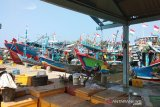 Dampak COVID-19, puluhan kapal nelayan di Batang  memilih tak melaut