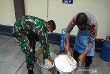 TNI-Polri bagikan ratusan kotak nasi di Boyolali selama Ramadhan