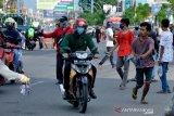 Pemberlakuan wajib pakai sarung tangan di Makassar