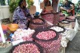 Suplai bawang merah asal Enrekang mampu turunkan harga bawang di pasar Makassar
