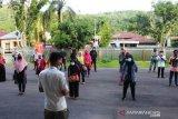 Usai dijemput ke Baso, warga Pesisir Selatan yang merantau di Malaysia diberi bantuan sembako
