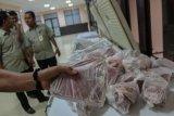 Daging beku pilihan warga Palembang karena harga lebih murah