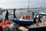 Kapal Penyeberangan Antar Pulau Sepi Penumpang