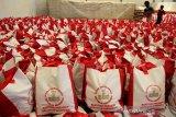 Bantuan Sembako dari Presiden Jokowi di Makassar