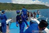 Pol Airud bagi-bagi sembako di pesisir pantai Donggala