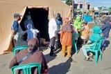 Pemkot Mataram melakukan tes cepat COVID-19 di Pasar Kebon Roek