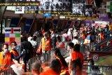 Di Swiss 1.000 lebih orang kaya ikut antre paket makanan gratis dampak wabah corona