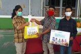 ACT bagikan sembako kepada warga terdampak wabah Covid-19 di Tembalang