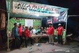 Anggota FPDIP Kulon Progo berikan bantuan di posko pencegahan COVID-19