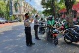 Satgas Operasi Aman Nusa bagikan masker kepada ojol