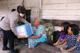 Polda Sumsel bagikan 20 ribu paket sembako dan makanan siap saji
