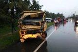 11 orang masuk rumah sakit usai kecelakaan mobil dan truk