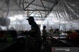 Penggunaan tirai pelindung pelastik di pasar tradisional