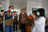 Gubernur Sulsel serahkan alat medis untuk Tim Gugus COVID-19 Kabupaten Luwu