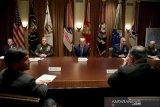 Pejabat tertinggi dalam lingkaran dalam Presiden Donald Trump  positif virus corona