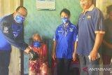 Partai Demokrat Kabupaten  Kupang bagi sembako untuk lansia