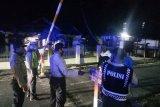 Personel Polres Biak Numfor buka portal jalan permukiman warga
