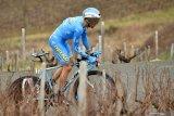 Pebalap sepeda Prancis diskors empat tahun karena doping