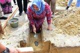 Letakkan batu pertama  SMAN 11 Batsol, Ini harapan Kasmarni Staf Ahli Bupati SDM