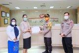 Wakapolda Sulsel bagikan APD untuk para medis RSUP Wahidin Sudirohusodo Makassar