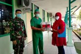 PDIP Sumbar distribusikan 900 set APD dan 3.900 masker medis untuk Puskesmas
