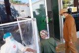 Juru parkir dan ojek online di Makassar jalani tes cepat COVID-19  massal