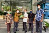 Serikat Pekerja BNI Padang, peduli sahabat bagikan 340 paket sembako
