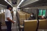 10 penumpang KA Luar Biasa naik dan turun di Semarang