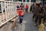 Pelanggar PSBB diberi sanksi untuk bersihkan sampah