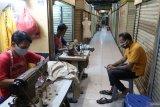 Nelangsanya tukang permak pakaian menjelang Lebaran
