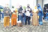 Alumni 88 SMA I Bukit Batu bagi 2400 masker ke masyarakat