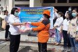 GOW Gumas bagikan paket sembako pada petugas kebersihan