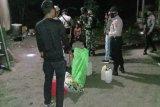Polri-TNI di Sarmi patroli malam imbau warga cegah penyebaran virus corona