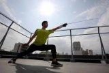 Menunggu Olimpiade, atlet anggar Jepang menjadi pengantar makanan