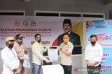 Anggota DPR bantu 350 paket ikan beku kepada warga Bantaeng