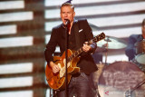 Bryan Adams tandatangani kontrak baru dengan label BMG