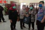 Relawan penanganan COVID-19 di Pekalongan terima bantuan paket sembako